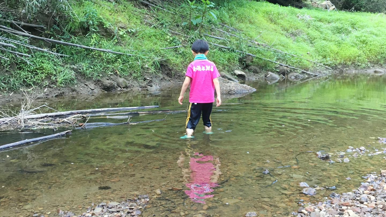 オートキャンプフルーツ村で川遊び