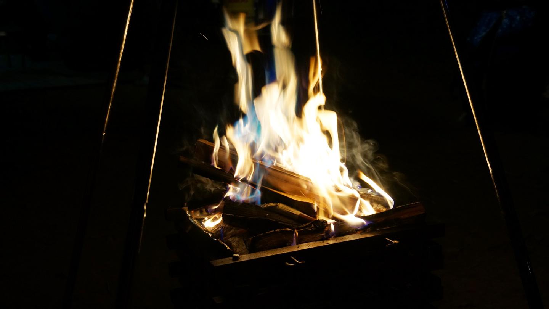 レインボーフレームスティックの使い方&実際の焚き火はどんな感じ?